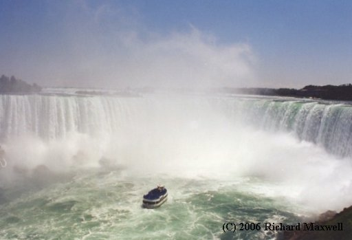 Niagara Falls vs Maid of the Mist