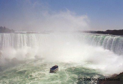 Saib duab dej tsaws tsag siab tshaj plaws hauv ntiaj teb no Canada__2000_07_01__MaidOfTheMist__NiagaraFallsCanada___1July_